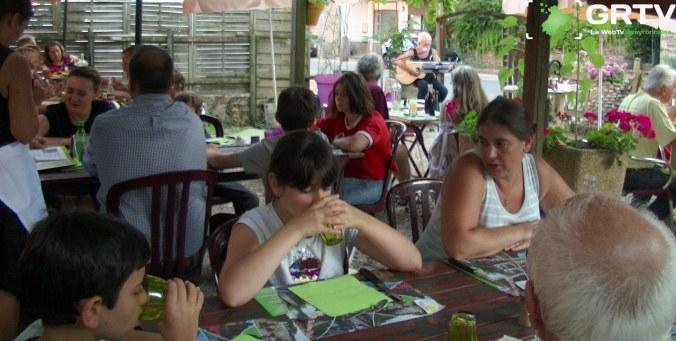 terrasse du restaurant la grappe d'or à Sauveterre-De-Rouergue
