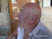 Jacques est l'un des personnages emblématique du village. A 76 ans, il parle 9 langues et sert souvent de traducteur aux touristes de la bastide